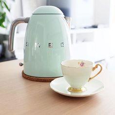 像花瓶一样美的电热水壶!SMEG电热水壶 125.99元(多色可选),原价 179.99元,包邮