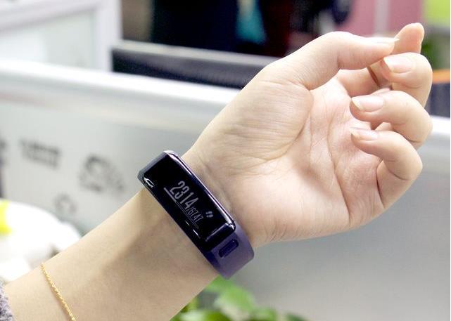 历史新低!Garmin Vivosmart HR 健康心率监测器智能腕表(2色可选) 99.99元,原价 179.99元,包邮