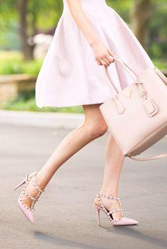 时尚与经典!Valentino粉色铆钉鞋 960元,原价 1200元,包邮