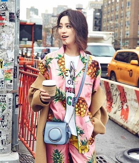 Michael Kors Studio Scout 女式时尚中号相机包 212.63元限时特卖并包邮!