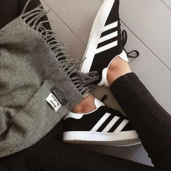 精选数十款 Adidas 时尚运动鞋、拖鞋等4折起限时特卖,额外再打8.5折!折后低至15.94加元!