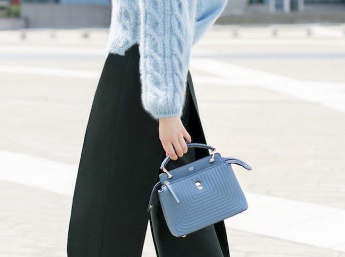 明星都爱这款包包!Fendi Dotcom兰色小号手袋 2755加元,原价 3095加元