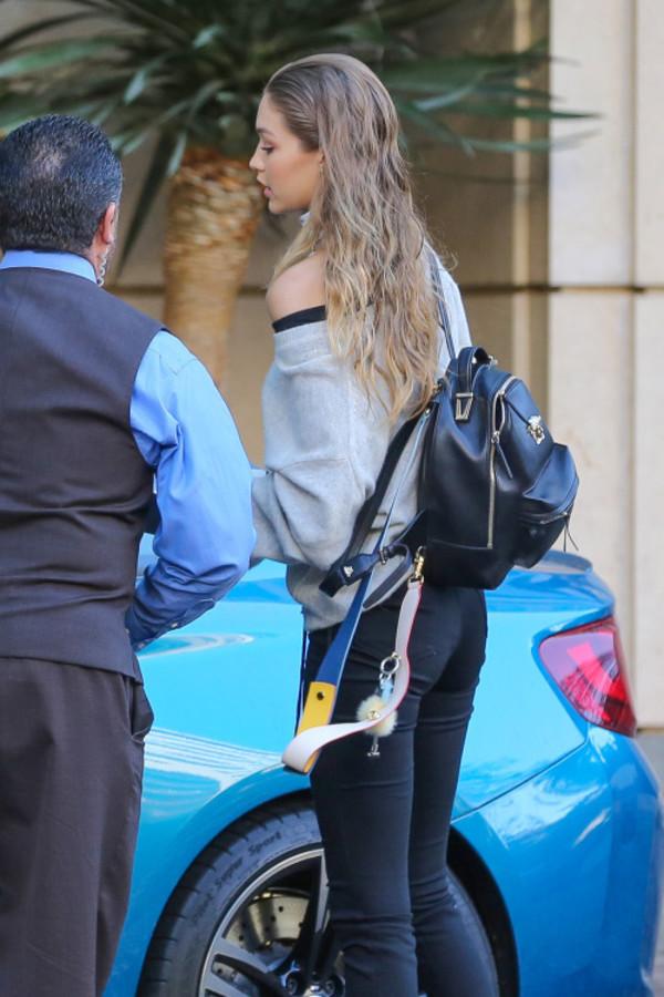 GiGi同款! Versace Medusa 黑色迷你双肩包 1742加元,原价 2525加元,包邮