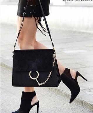 Chloe Faye 黑色单肩包 1625加元,原价 2500加元,包邮