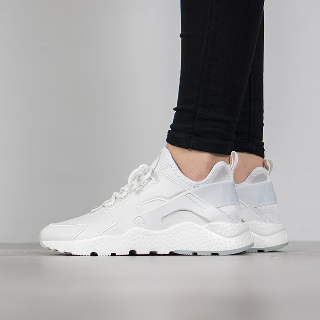 NIKE 耐克 Air Huarache白色运动鞋 105加元,原价 175加元,包邮