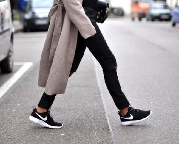 Nike Roshe 女款运动鞋 59.99加元(2色),原价 100加元