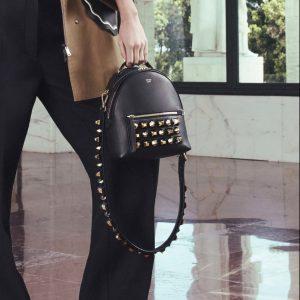 Fendi Studded Messenger 黑色铆钉邮差包/双肩包 2275加元,原价 3670加元,包邮
