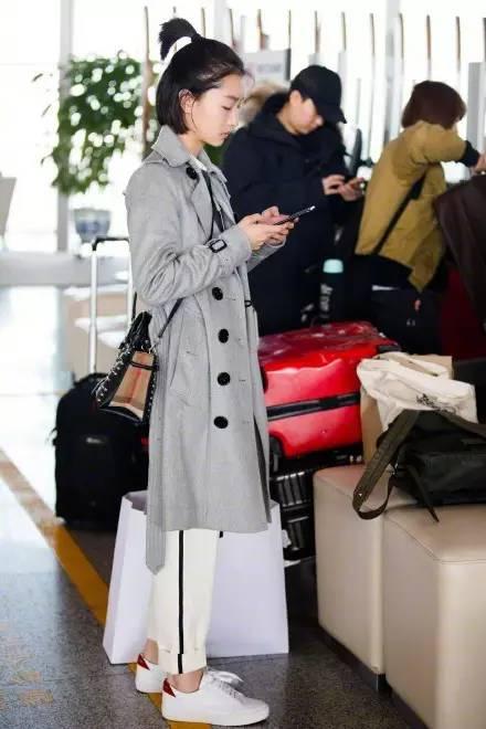 周冬雨同款不同色!Burberry 小白鞋 430加元,原价 500加元,包邮
