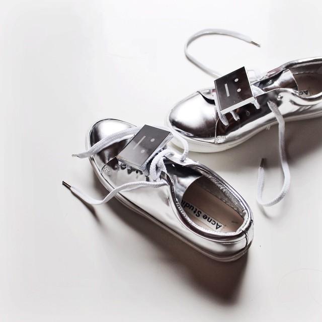 精选多款网红 Acne Studios方块笑脸鞋5.7折 318加元起特卖!码全!