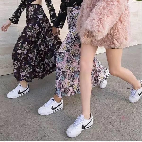 Nike 耐克女款经典黑白阿甘鞋 64.6-76加元+包邮!两色可选!