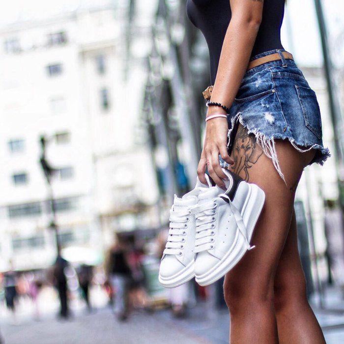 红遍全球的小白鞋,你有几双?趁超低价收一双 Alexander McQueen时尚厚底小白鞋!