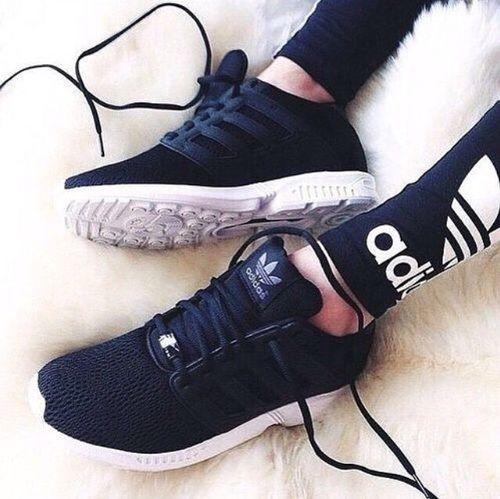 时尚运动从脚上开始! 精选 Adidas 男女运动鞋 30.8加元起,额外再打8.5折!
