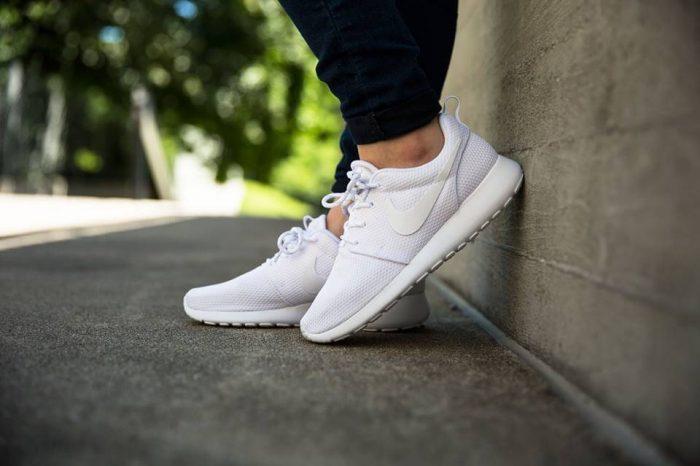 NIKE Roshe 男款时尚慢跑鞋 56.25-63.75加元(3色),原价 100加元
