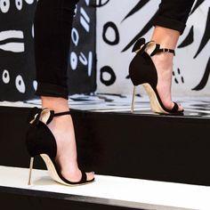 SOPHIA WEBSTER Maya 3D麂皮高跟凉鞋 450加元(7码),原价 750加元,包邮