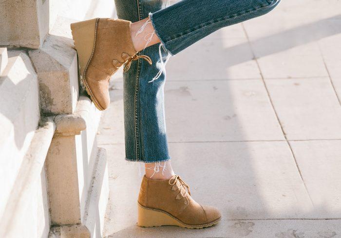 TOMS 绒面革坡跟短靴 116加元(2色),原价 145加元,包邮