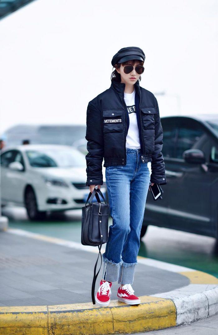 景甜机场街拍同款!Vetements黑色外套 酷帅有型又保暖!