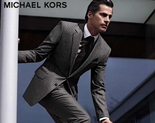 精选多款MICHAEL KORS Crosshatch 双排扣羊毛套装 297.5加元,原价 595加元