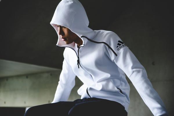 明星大咖都show它!精选 adidas Z.N.E. 零负能量 连帽衫 32.47加元起特卖!多色可选!
