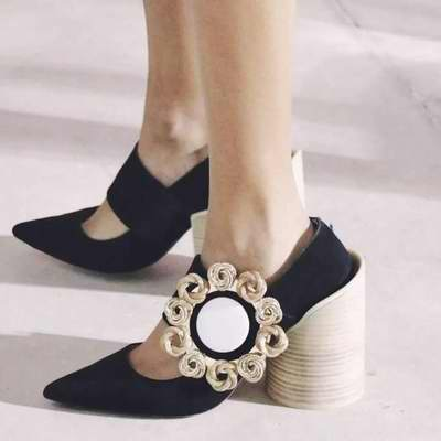 提升品位还不撞款!精选 Jacquemus 服饰,不规则美鞋 5.5折起优惠!