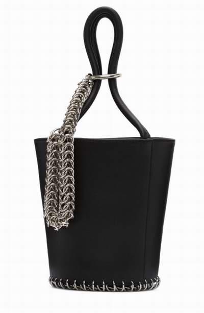 凹凸造型必备!Alexander Wang 黑色迷你Roxy链条水桶包 672加元,原价 850加元,包邮
