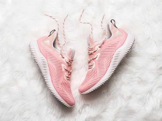 手慢无!Adidas AlphaBOUNCE EM 女式粉红运动鞋1.9折 30加元!