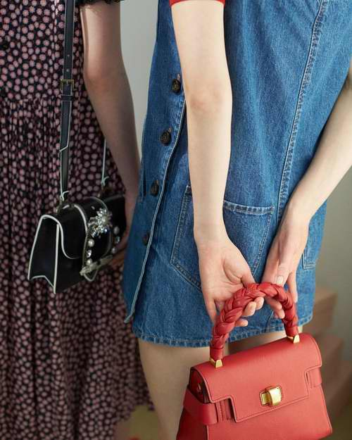 Miu Miu Clic山羊皮麻花手提包/斜挎包 红色款 6.2折 1513加元,原价 2470加元,包邮