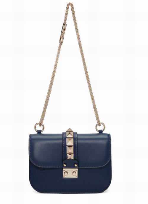 又降了!时尚It Girl们众星捧月般的追捧!Valentino Garavani 蓝色手袋 1920加元,原价 2595加元,包邮