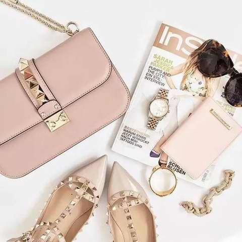 明星达人人手一个!精选 56款 Valentino华伦天奴 Camelia系列,  Rockstud 系列手袋 4.7折起优惠!