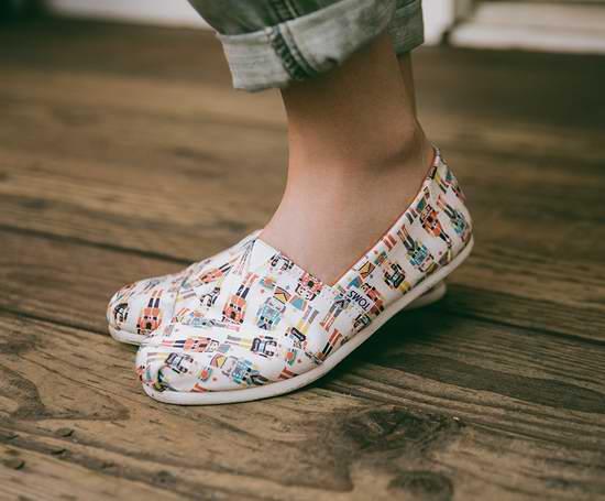 Toms 精選多款 假日休閑版 成人兒童帆布鞋7.6折起,額外再打7折!