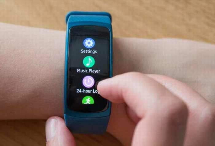 Samsung Gear Fit 2 智能运动手环 99.99加元,原价 249.99加元,包邮