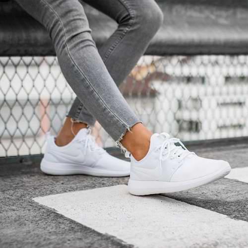 Nike Roshe 女款白色运动鞋 44.99加元,原价 120加元