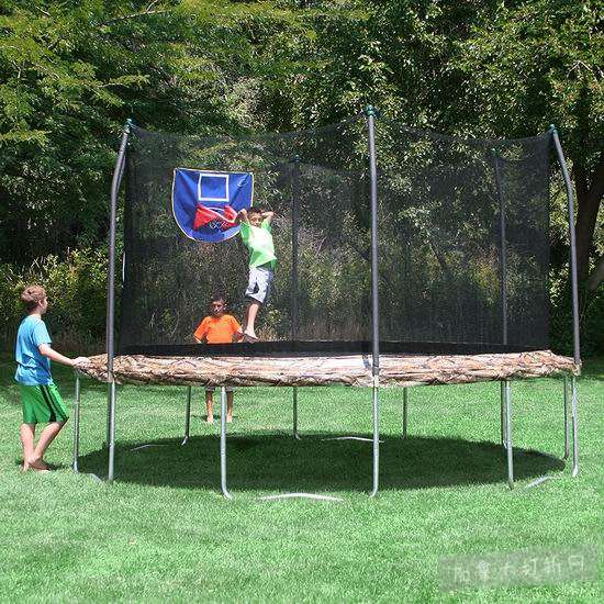 Skywalker Trampolines 15英尺带保护罩+篮球框 迷彩色 封闭蹦床5.1折 268.6加元清仓并包邮!