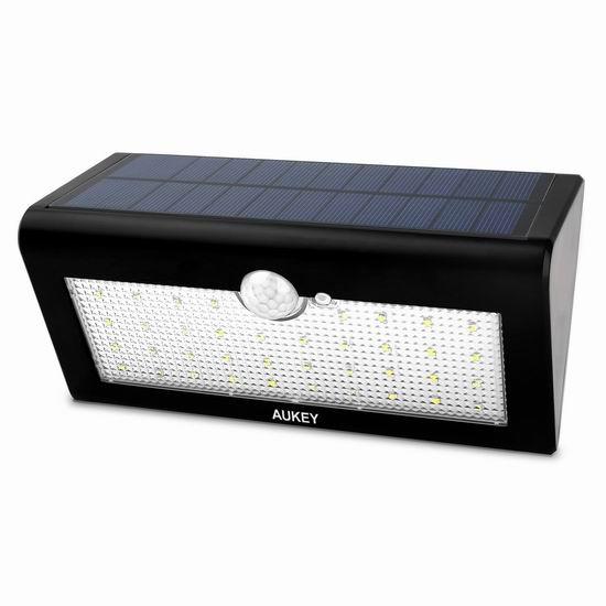 白菜价!AUKEY 36 LEDs 超亮太阳能 运动感应灯2.2折 12.99加元清仓!送价值25.99加元二合一USB线!