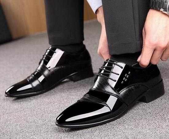 今日闪购:精选 Calvin Klein、Clarks、Rockport 等品牌男士时尚皮鞋6折特卖!额外8-8.5折!