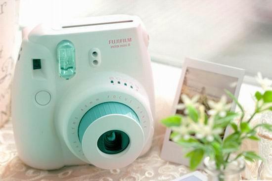 白菜价!历史新低!Fujifilm 富士 Instax Mini 8 超可爱拍立得相机+相机包+相册超值装3.7折 45.84加元清仓并包邮!