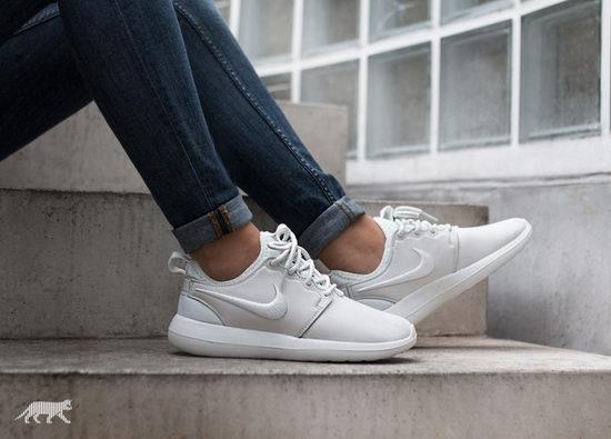 精选 NIKE耐克 男女运动鞋 52.8加元起+包邮!