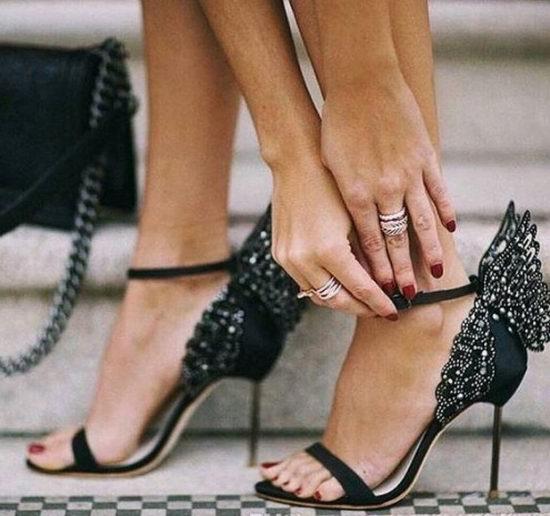 SOPHIA WEBSTER 水晶点缀天蝴蝶高跟鞋 黑色款 446加元(7码),原价 1115加元,包邮