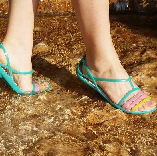 Crocs 卡洛驰洞洞鞋 24小时闪购!精选成人儿童凉鞋、休闲鞋特价销售!额外5折!