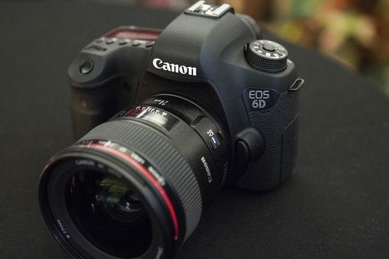 金盒头条:历史新低!Canon 佳能 EOS 6D 全画幅单反相机套机(EF 24-105mm F/3.5-5.6 is STM镜头)6.8折 1699加元包邮!