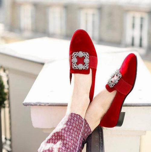 女星们都是它的狂热追求者!Manolo Blahnik 钻扣平底鞋、BB Pumps系列高跟鞋、凉鞋 最高立减275加元!