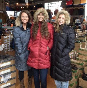 白菜价!Marmot 土拨鼠 Montreal 女式时尚长款羽绒服2.4折 72.62加元起包邮!两色可选!