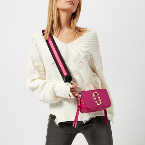 Marc Jacobs 粉色相机包 277加元,原价 360加元,包邮