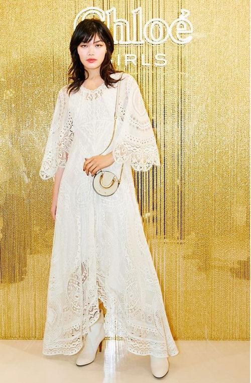 精选 Chloe 绣花/蕾丝连衣裙、上衣、裤装、披肩 3折 265加元起+最高立减175加元!