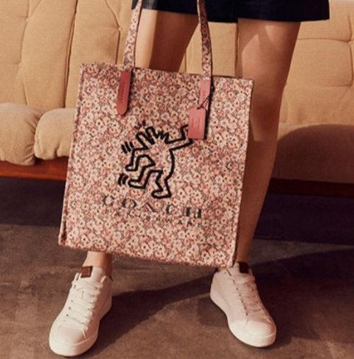Coach X Keith Haring Tote手袋 102.5加元,原价 205加元,包邮