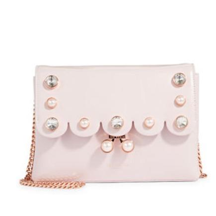 Ted Baker 人造珍珠Scalloped粉色链条包 265.3加元,原价 379加元,包邮