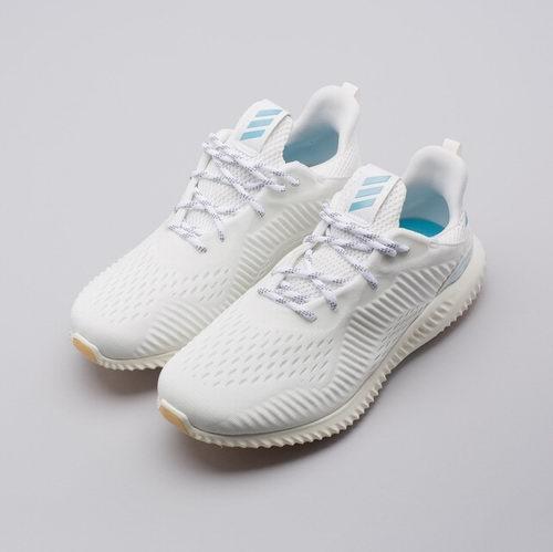 百搭小白鞋!adidas Alphabounce 1 Parley 女士跑鞋 68.97加元,原价 114.95加元,包邮