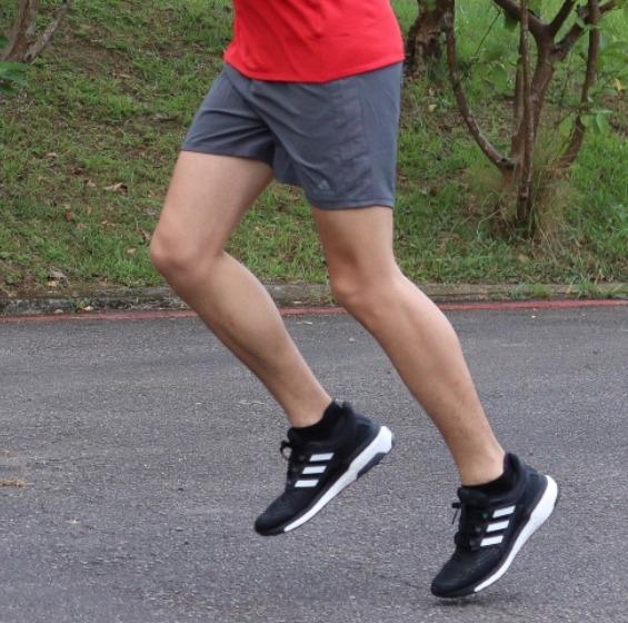 时尚专业跑鞋!adidas Energy Boost男士跑鞋 67.17加元(3色),原价 190加元,包邮