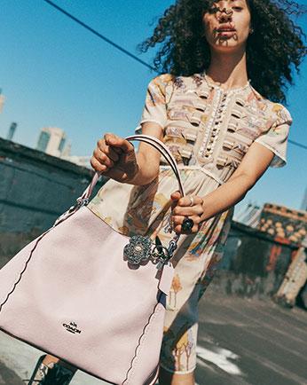 COACH Edie 31花瓣装饰单肩包 粉色款 217.87加元,原价 415加元,包邮