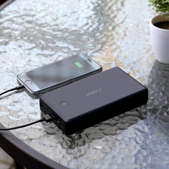 独家:AUKEY 26500mAh 快充3.0 便携式移动电源/充电宝 39.99加元包邮!