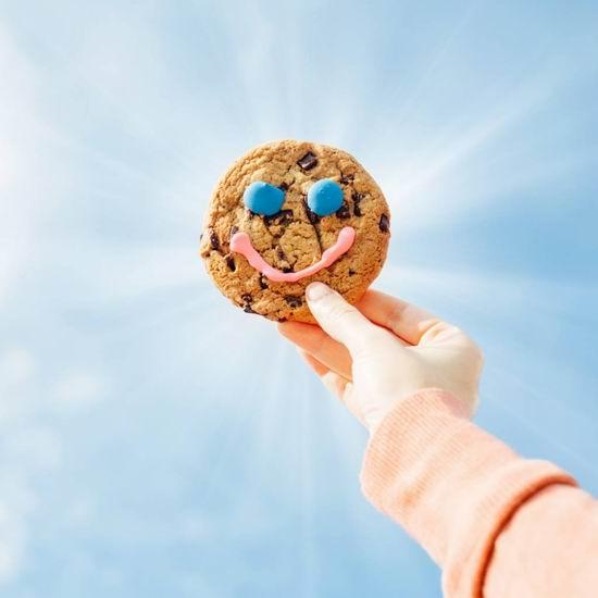 Tim Hortons 年度慈善活动:巧克力笑脸饼干只需1元!献出一份爱心,收获一个笑脸!